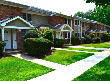 Eagle Rock Apartments at Woodbury, Westbury, NY